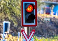 印度孟买上线硬核红绿灯:喇叭越响红灯越长